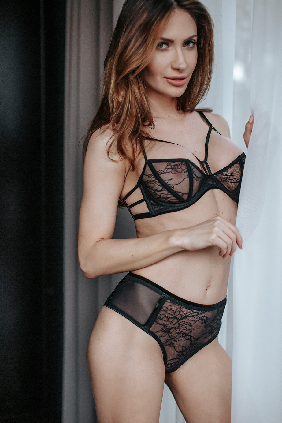 080918 Set out of balconette bra and lace brief