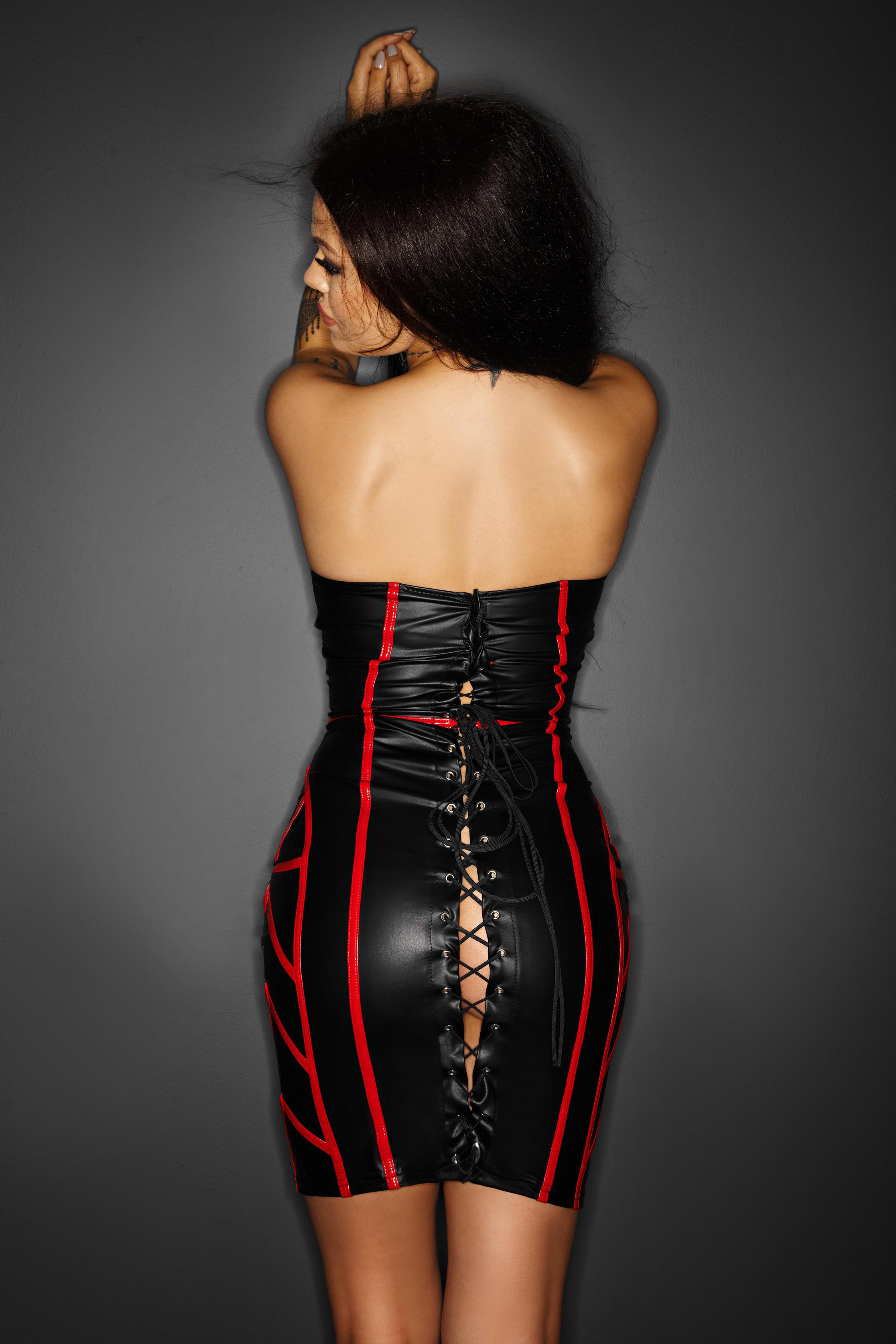 F114B Kleid schwarz mit roten Applikationen TABOO