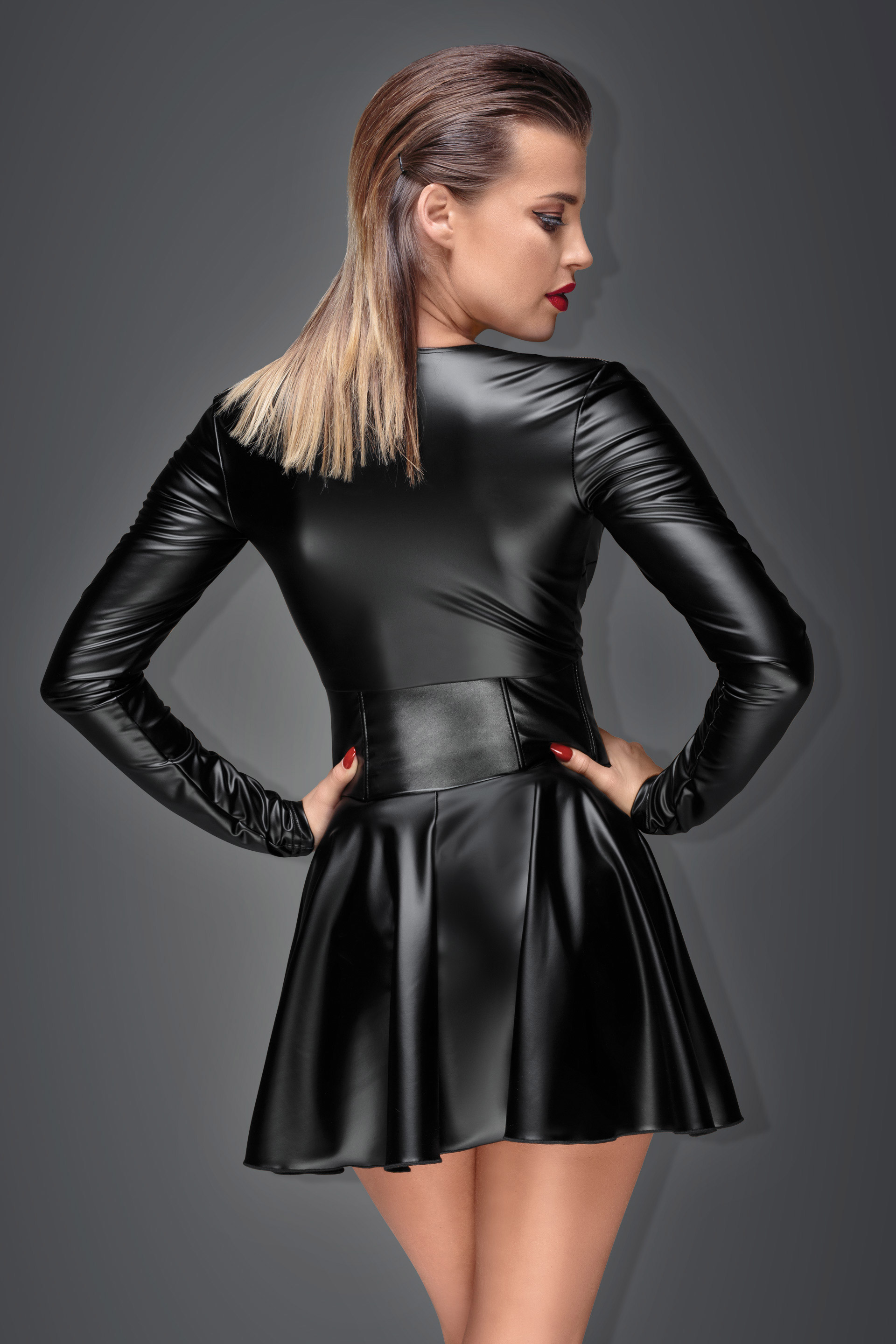 F154 Minikleid aus elastischem Powerwetlook