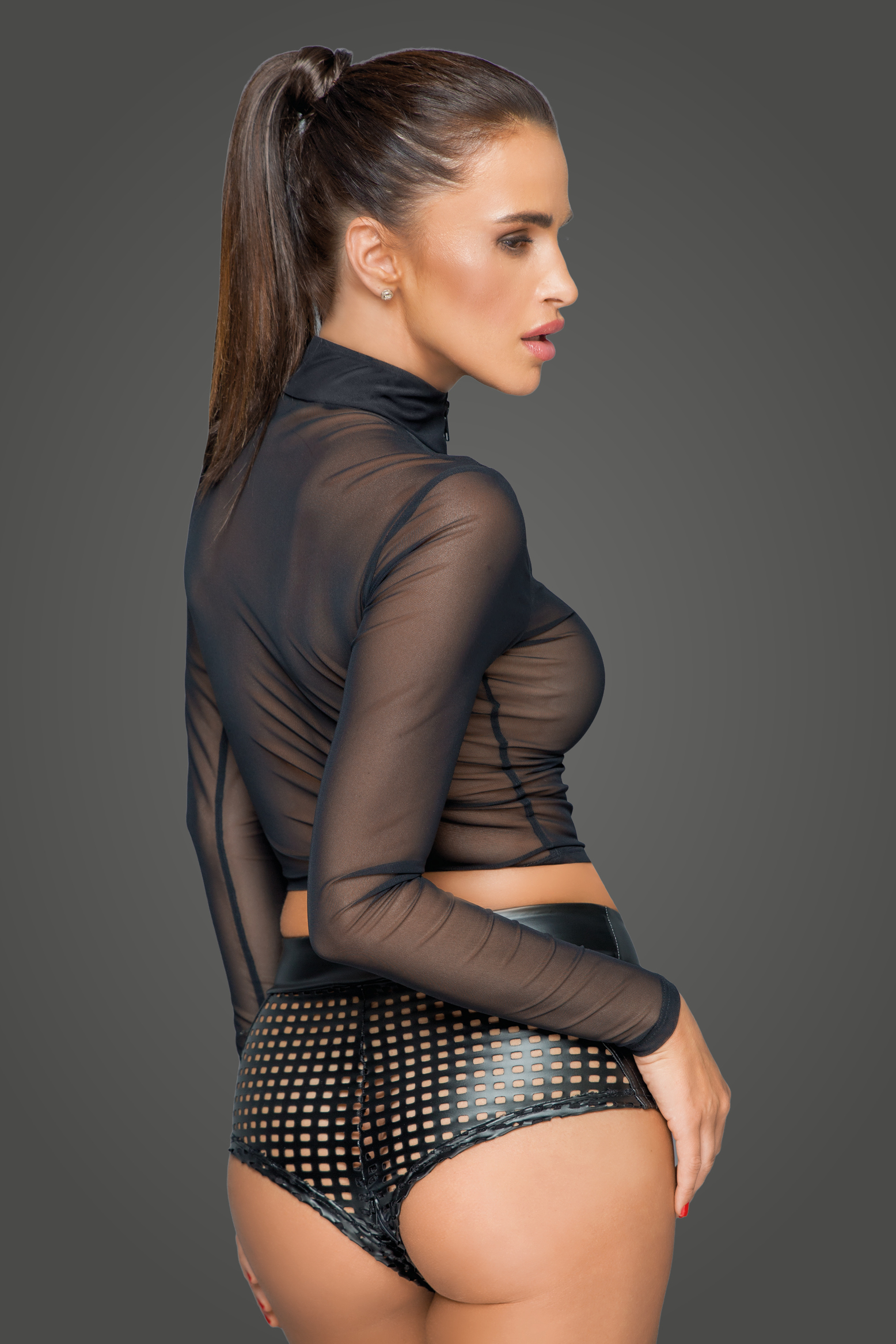 F220 Zipped tulle top