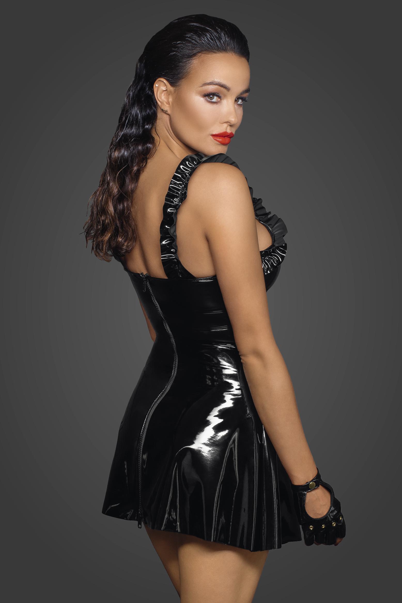 F248 Kurzes PVC Kleid mit dekorativer Schulterpartie