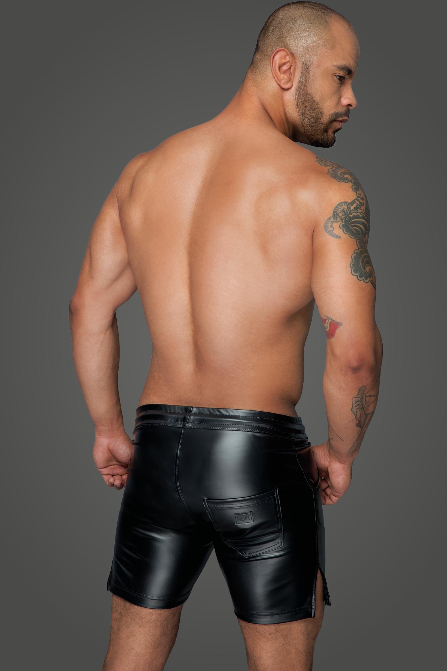 H061 Powerwetlook Shorts in angesagter Länge
